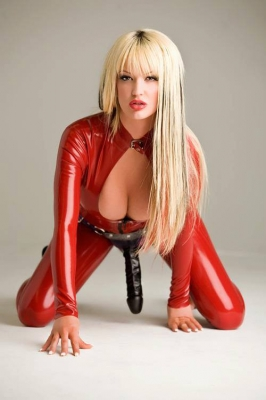strapon-blondinok-foto