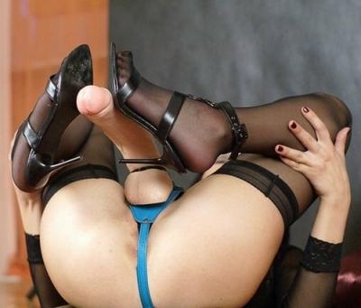 гимнастка со страпоном