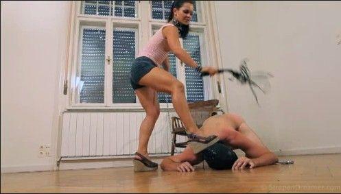Фото госпожи и раба в ногах — photo 12